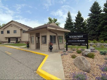 2479 Woodcrest Drive 1-3 Beds Apartment for Rent Photo Gallery 1