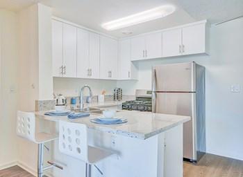 5351 San Vicente Boulevard Studio Apartment for Rent Photo Gallery 1