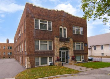 2426 Fillmore Ave NE 1 Bed Apartment for Rent Photo Gallery 1