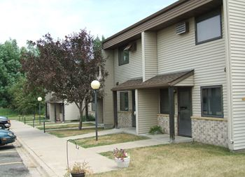 10 Poplar Ridge Drive 3 Beds Apartment for Rent Photo Gallery 1