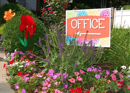 Seasonal flowers add to the charm of Mayflower Crossing Apartments.