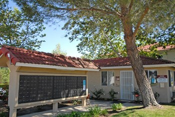 1707 La Brea St 1-3 Beds Apartment for Rent Photo Gallery 1