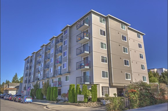 King Arthurs Court Apartments 12728 28th Ave Ne Seattle Wa Rentcaf