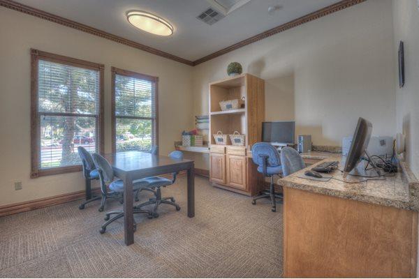 Business Center With Computers At Manzanita Gate Apartment Homes, Reno, NV 89523