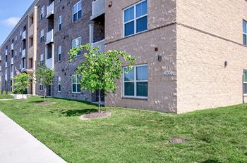 3100 Warwick Blvd 2-3 Beds Apartment for Rent Photo Gallery 1
