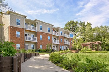 30707 Lake Shore Blvd 1-2 Beds Apartment for Rent Photo Gallery 1