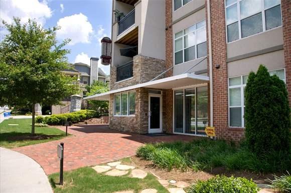 Burnett At Grant Park Apartments, 880 Confederate Avenue