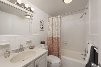 5480 Wisconsin Avenue Studio Apartment for Rent Photo Gallery 1