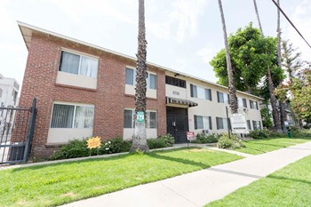 5733 Laurel Canyon Blvd 1-2 Beds Apartment for Rent Photo Gallery 1