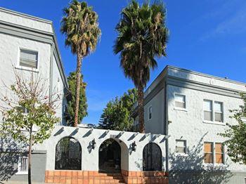 1800 N El Cerrito Place Studio 1 Bed Apartment For Rent In Hollywood Hills