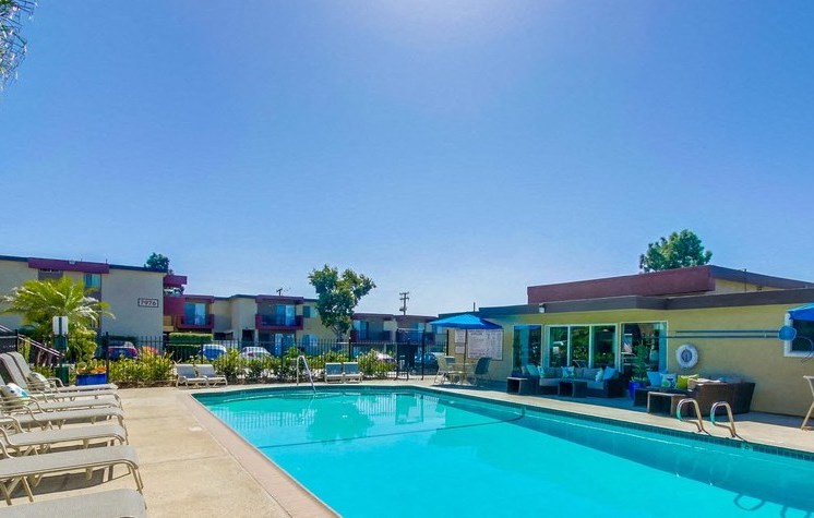 Pool and lounge chairs - Mesa Vista Apartments