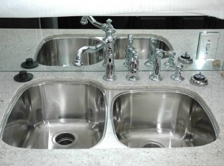 4417 Swiss - LANDMARK - MAGNOLIA Kitchen sink (1 Bed - 1 Bath)