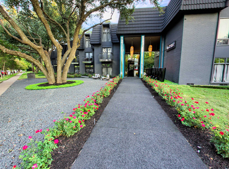 5400 Live Oak - LE PARC ROSE WALKWAY