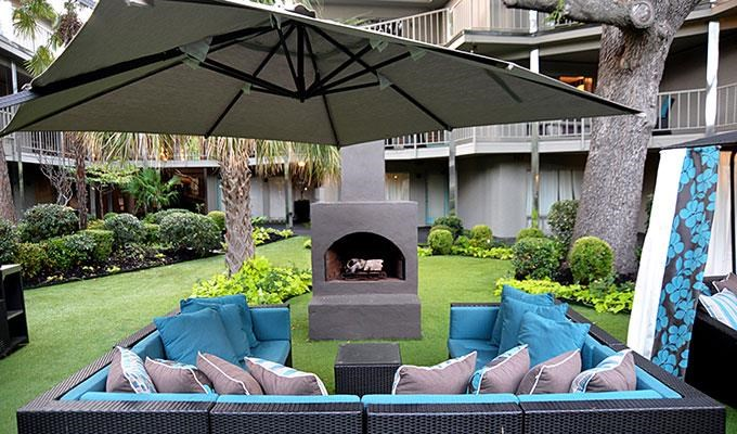 5400 Live Oak - LE PARC courtyard seating and fireplace