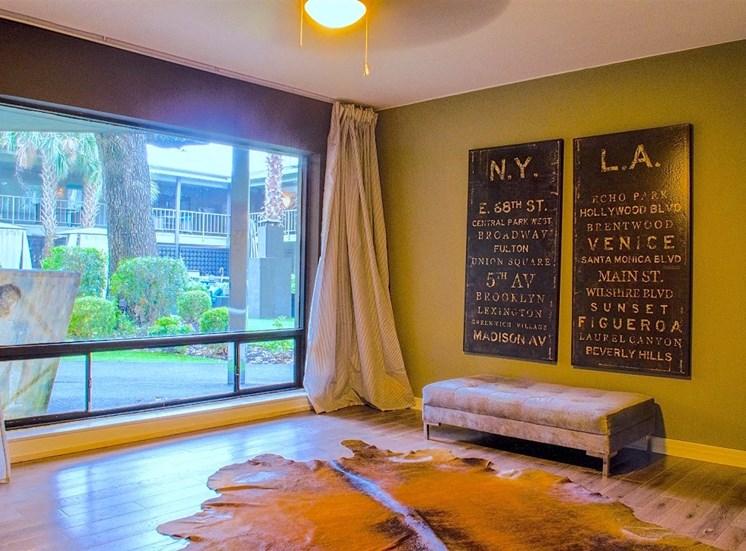 5400 Live Oak Le Parc Foyer