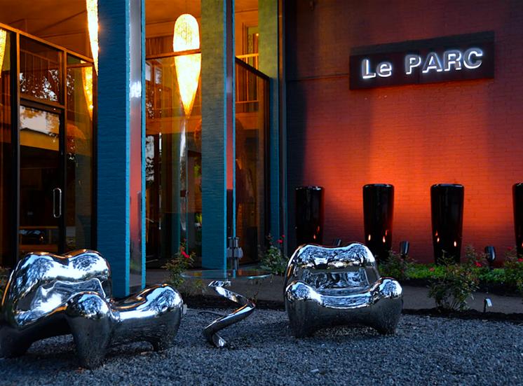 5400 Live Oak Le Parc Apartment Foyer