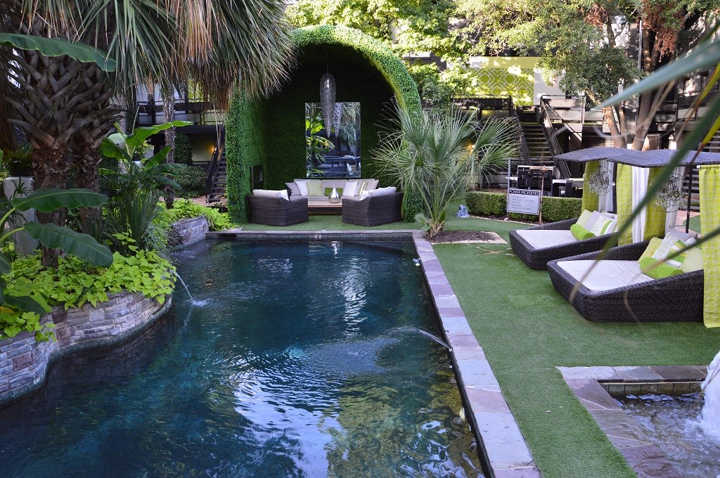 6011 Gaston - FOX TROTT Courtyard Cabana - Pool