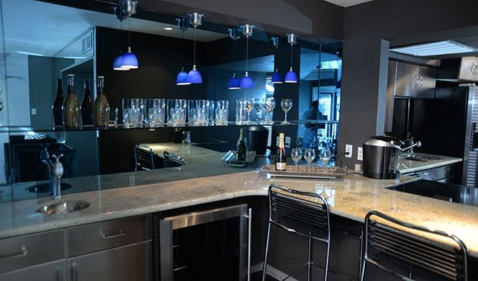 6011 Gaston - FOX TROTT Loft  Bar - Countertop dining