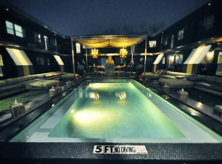 5601 Gaston - LONDON  Couryard Night pool