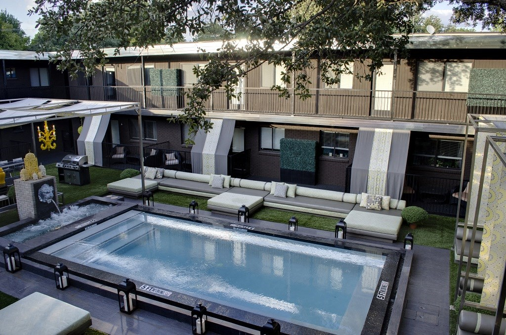 5601 Gaston - LONDON Courtyard  pool