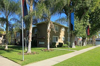 13727-49 Sylvan Ave Studio-2 Beds Apartment for Rent Photo Gallery 1