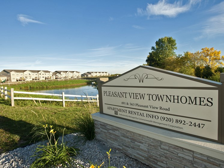 Pleasant View Townhomes Sign
