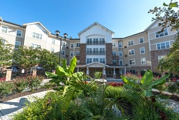 9590 Crain Hwy 1-2 Beds Apartment for Rent Photo Gallery 1