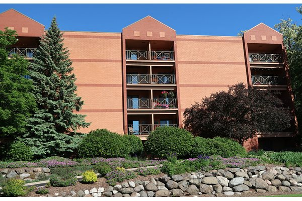 Sophisticated Apartment Living at Mountain Village Apartments, Waukesha, 53188