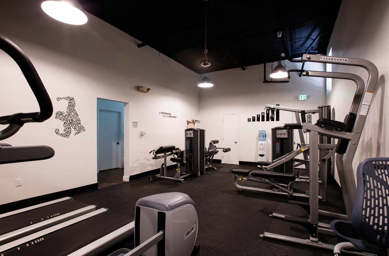 Community fitness center at Del Mor Apartments in Los Angeles, CA 90026