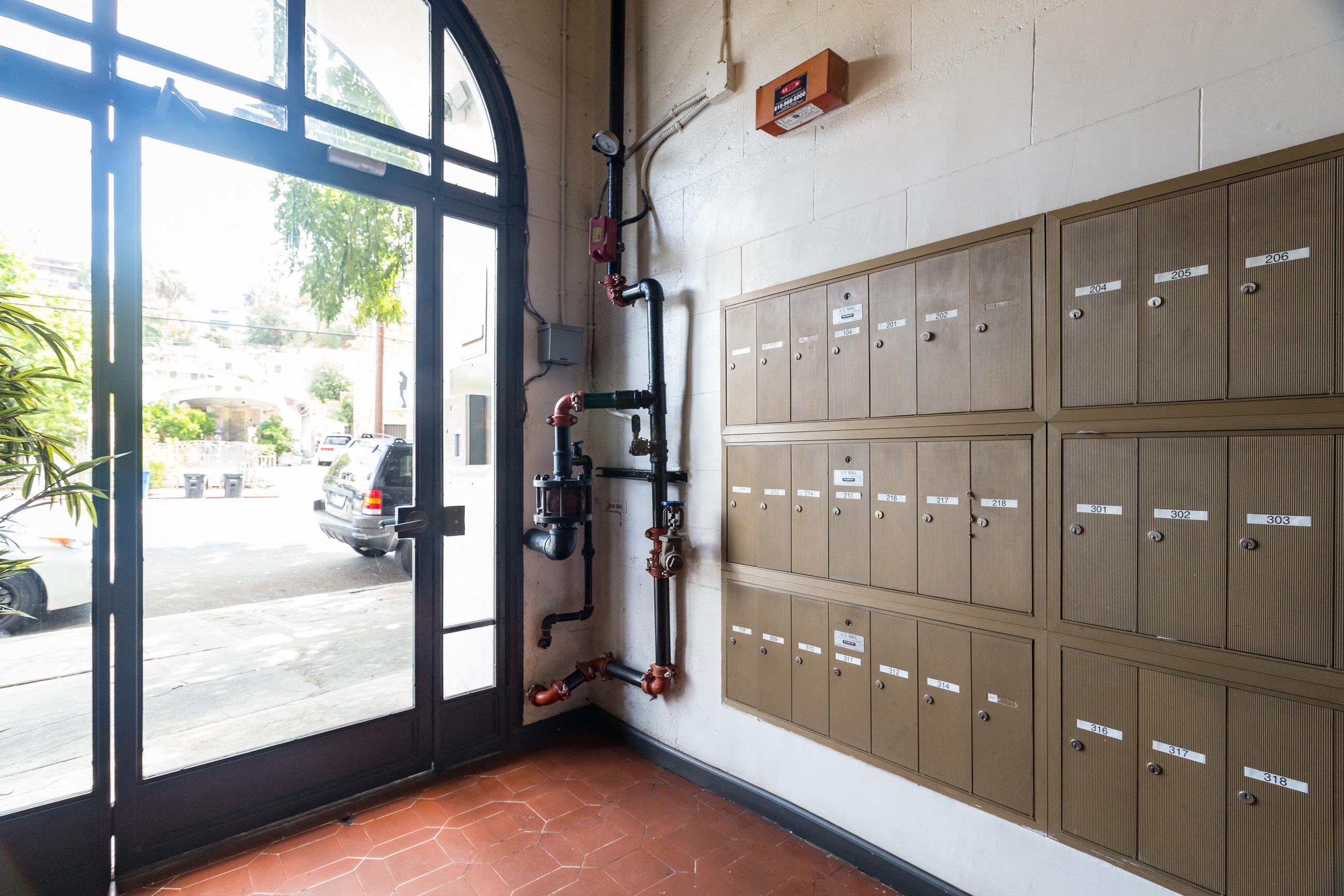 Del Mor Apartments in Echo Park, Los Angeles, CA