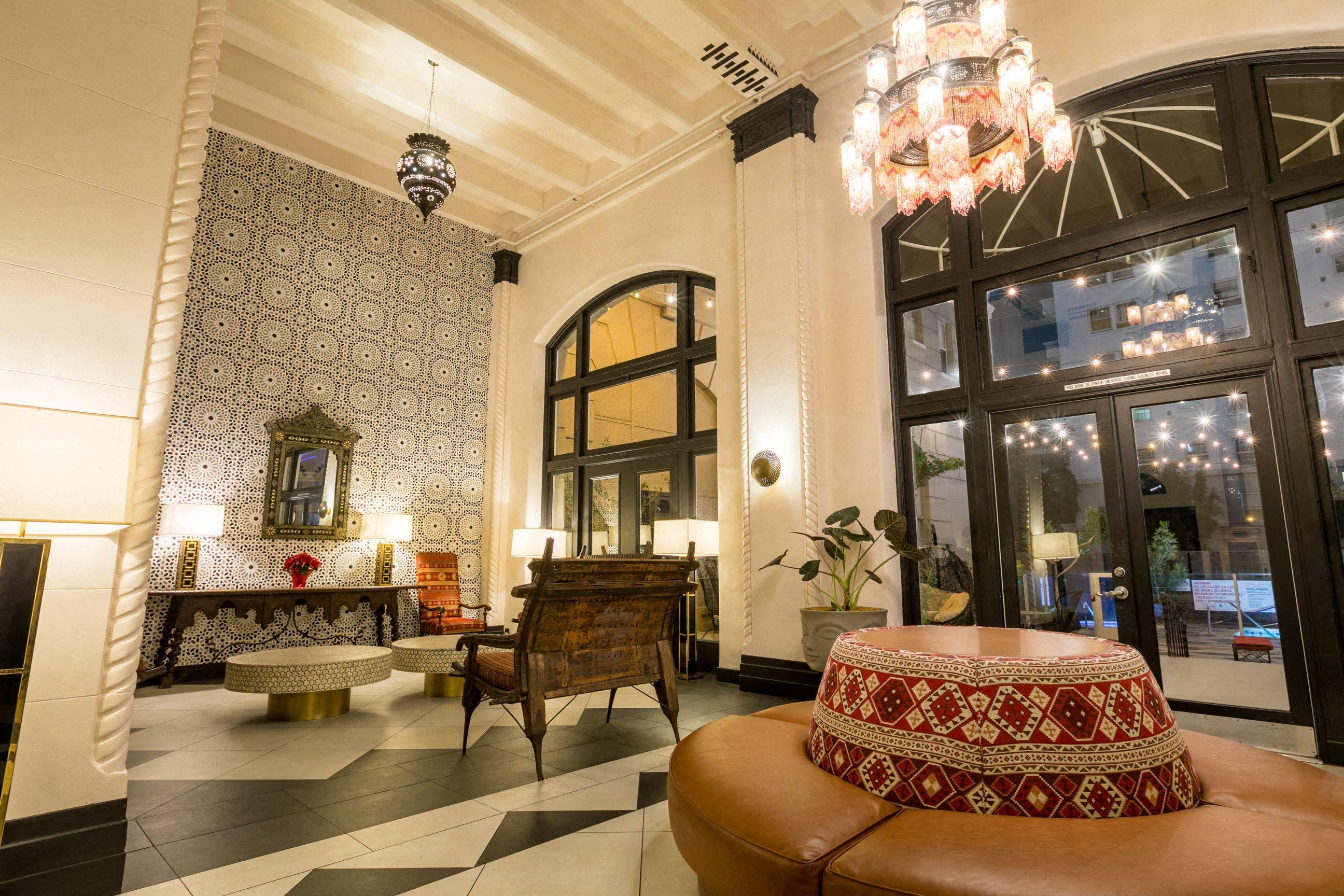 Lobby Photo at Night of Wilshire Royale Apartments, 2619 Wilshire Blvd, Los Angeles, CA 90057