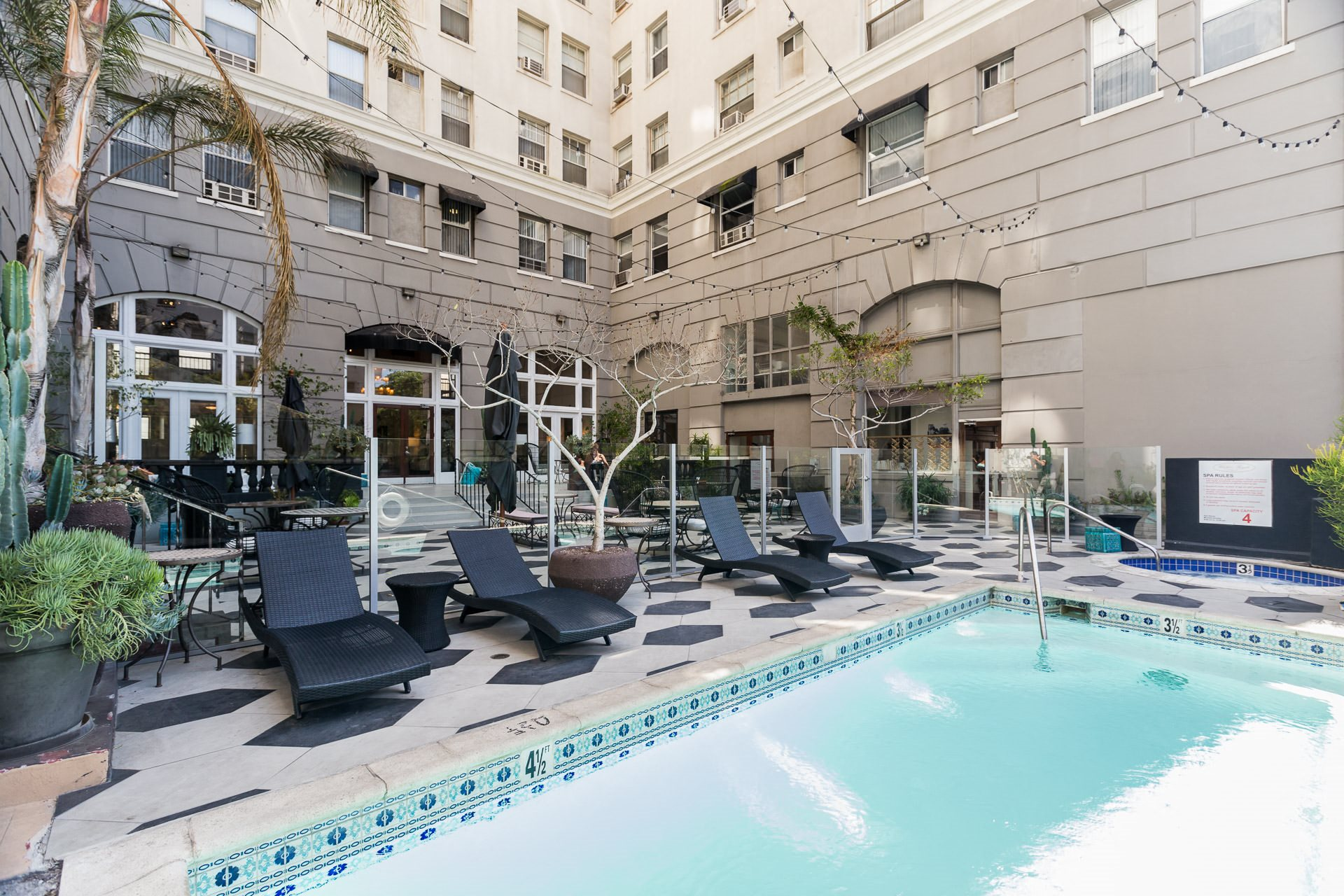Pool Photo of Wilshire Royale Apartments, 2619 Wilshire Blvd, Los Angeles, CA 90057