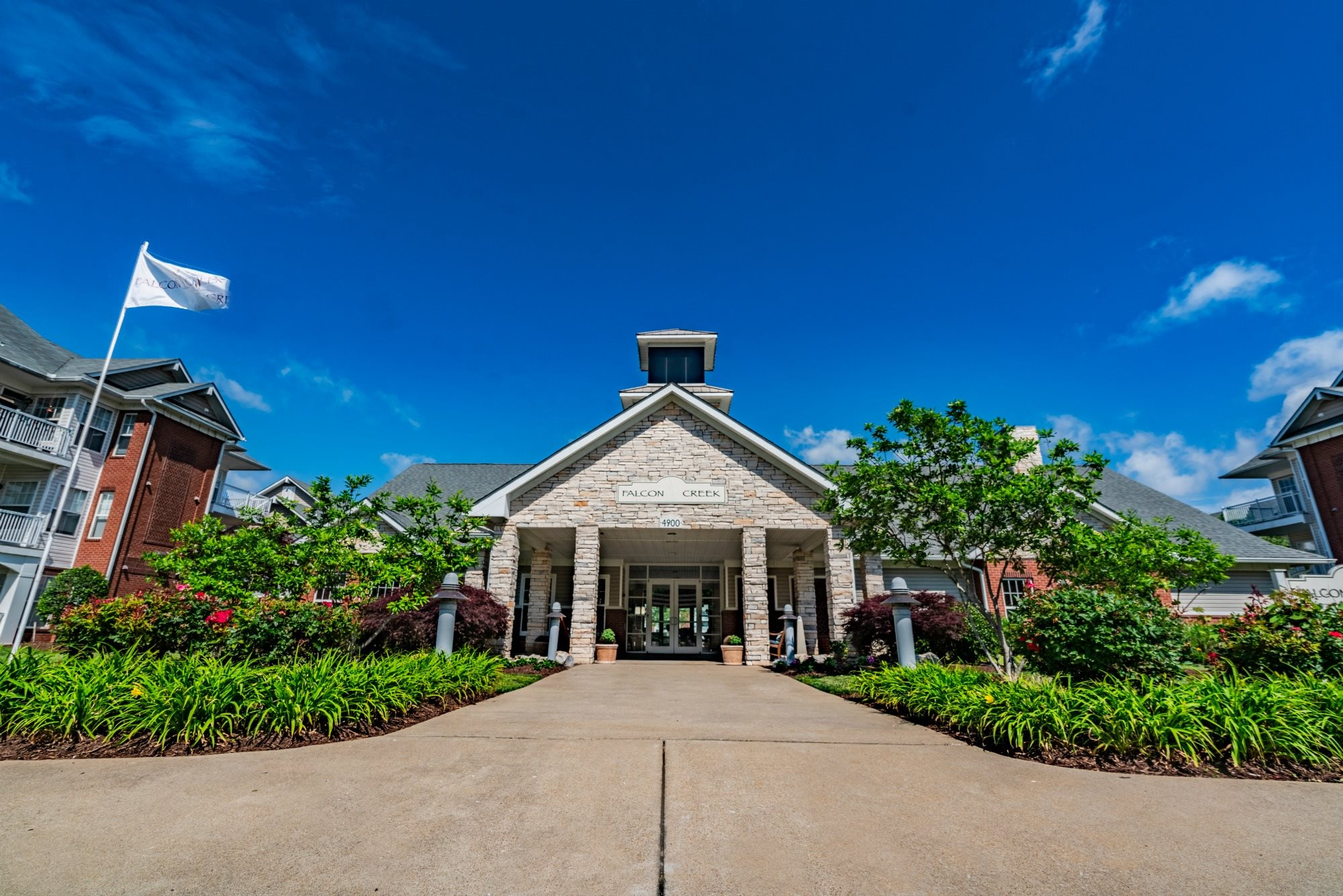 Falcon Creek Apartments in Hampton VA, 1 & 2 Bed Luxury Apartments