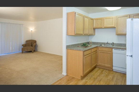 Hyde Park Apartments 2414 Tremont St Colorado Springs Co Rentcaf
