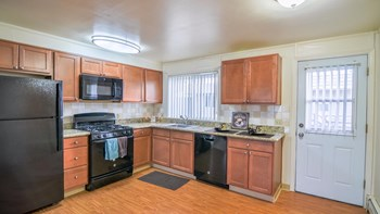7847 JEWEL LAKE RD 1-2 Beds Apartment for Rent Photo Gallery 1