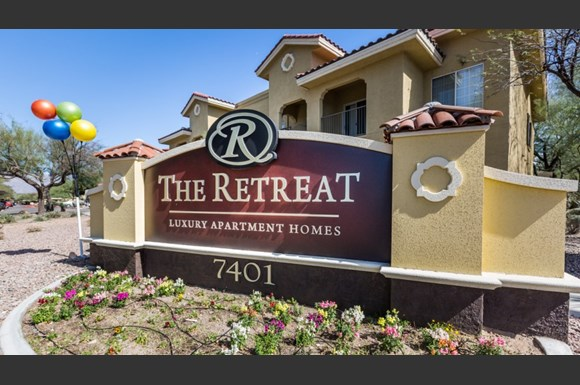 The retreat at speedway apartments 7401 e speedway blvd for The retreat luxury apartments