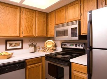 2220 E 52ND ST 1-2 Beds Apartment for Rent Photo Gallery 1