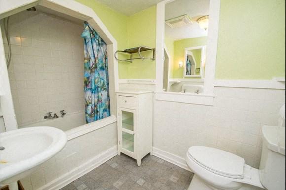 519 Hapgood Bathroom