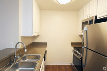 887 St. Charles Drive Studio-2 Beds Apartment for Rent Photo Gallery 1