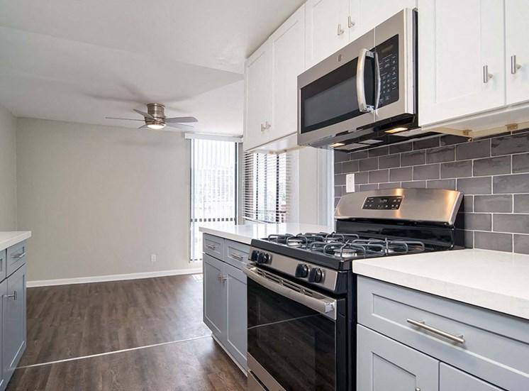 Kitchen Appliances, oven at El Patio Apartments, Glendale