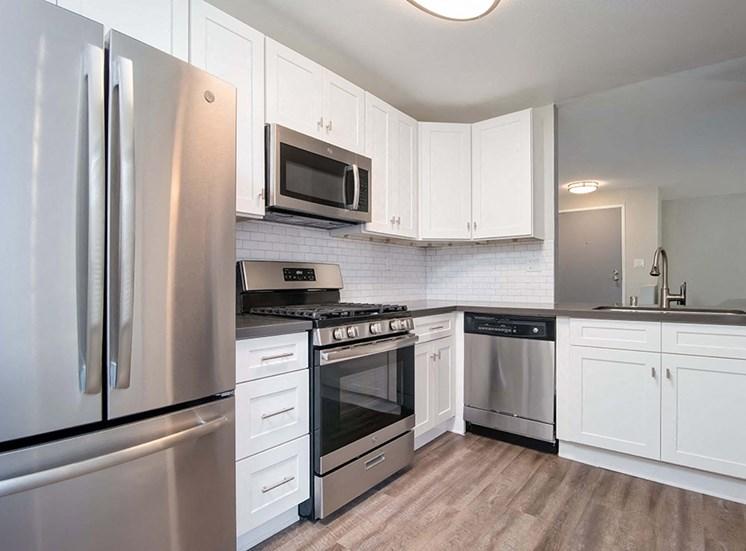 Electric Appliances Kitchen at El Patio Apartments, California, 91207