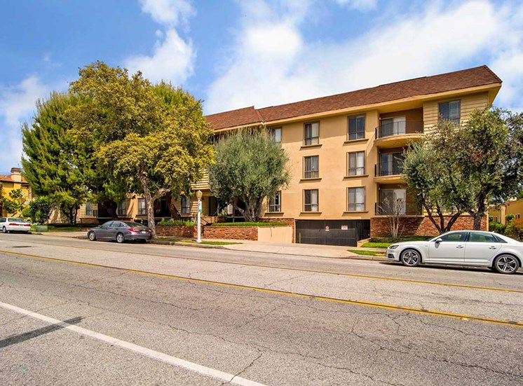 Car Parking at Los Robles Apartments, Pasadena, CA, 91101