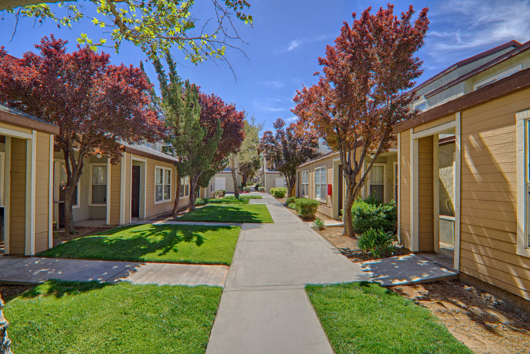 Manicured Grounds at Cordova Park Apartment Homes, Lancaster, CA