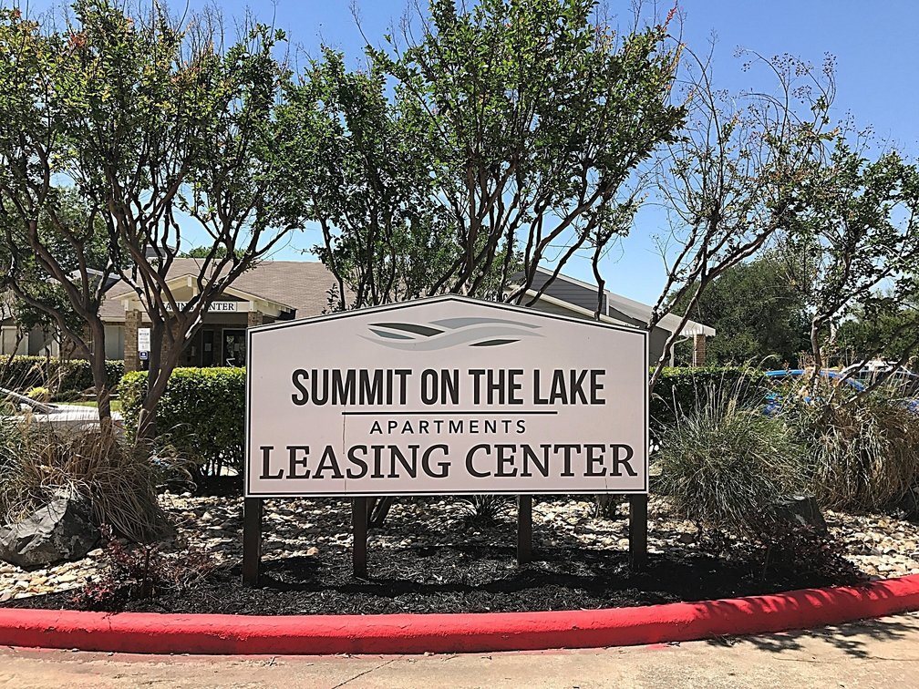Leasing  Office Sign  at Summit on the Lake Apartments in Fort Worth Texas
