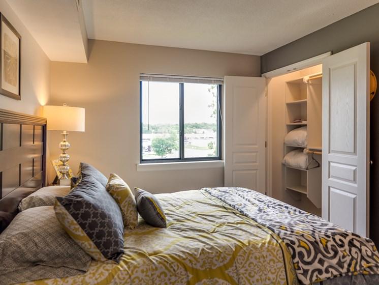 guest bedrooms at The Hills Apartments in North Kansas City, MO