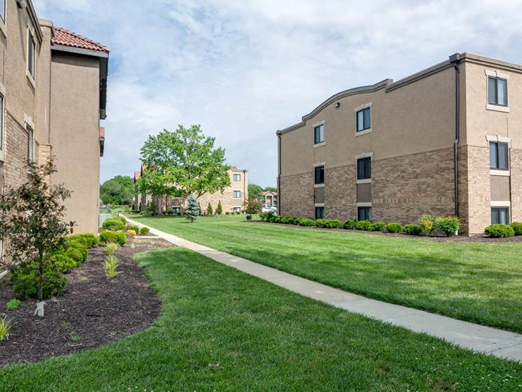 Apartments in Kansas City Lawn