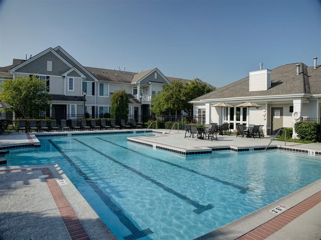 Resort Style Swimming Pool at Farmington Lakes Apartments Homes, Oswego, IL, 60543