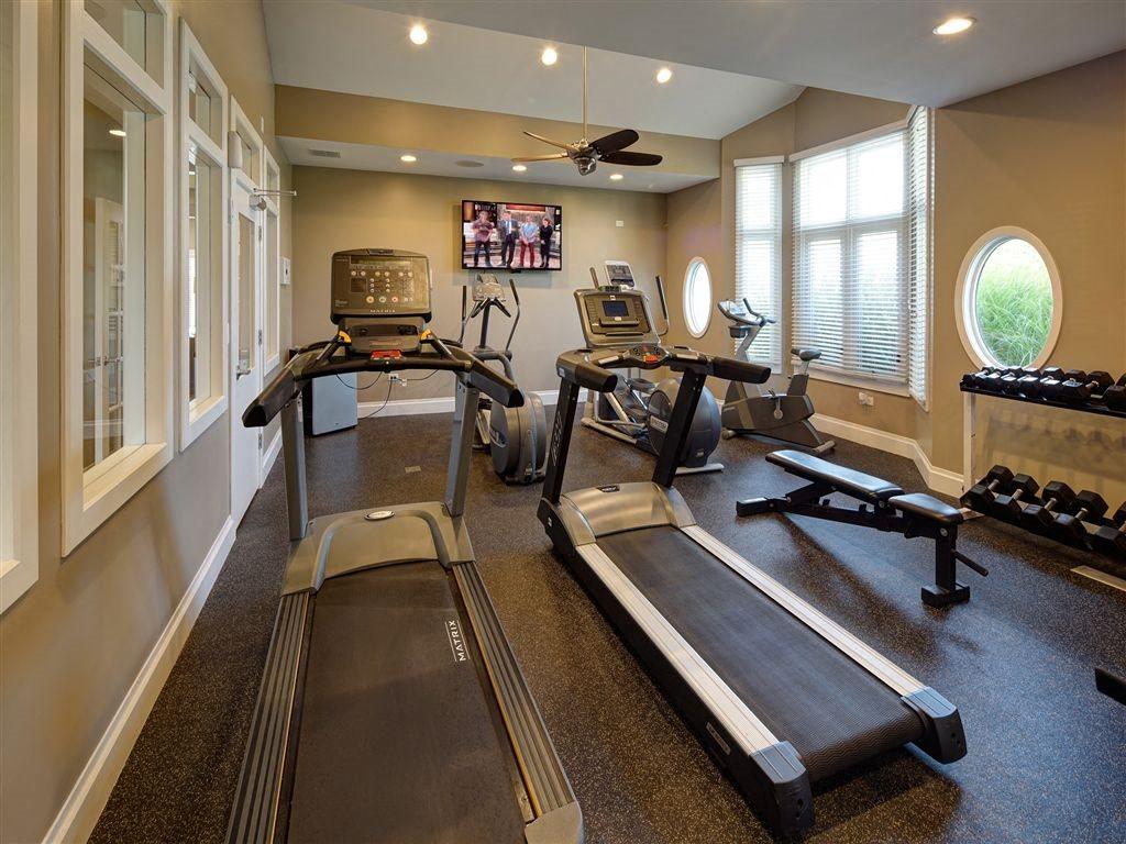 24-Hour Fitness Center at Farmington Lakes Apartments Homes, Oswego, IL, 60543