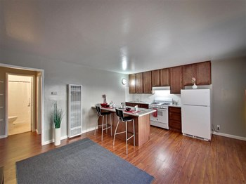 2000 Linden St Studio-2 Beds Apartment for Rent Photo Gallery 1