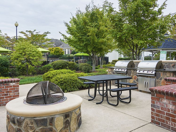 Barbecue Area at Ultris Courthouse Square Apartments in Stafford, Virginia, VA